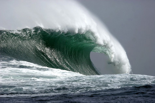 Грядет что-то важное, способное изменить жизнь, если волны прибоя неслись стремительно.